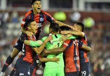 San Lorenzo festeja tras vencer a Huracán por penales