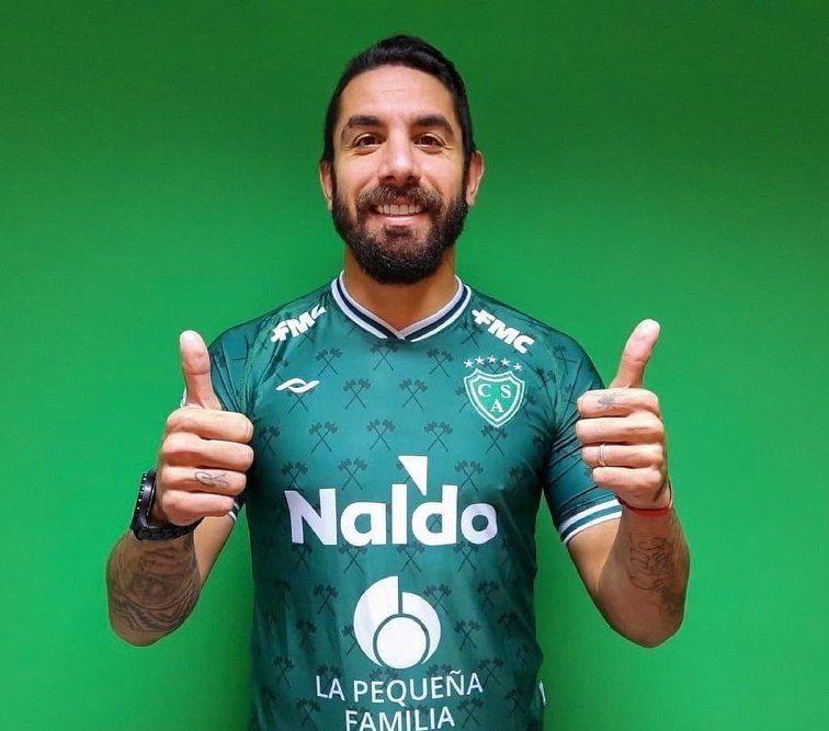 Cucchi firmó en Sarmiento