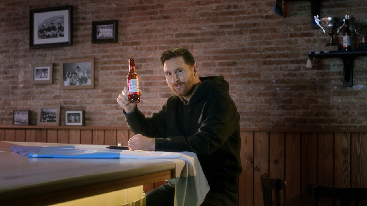 Messi firmó con Budweiser